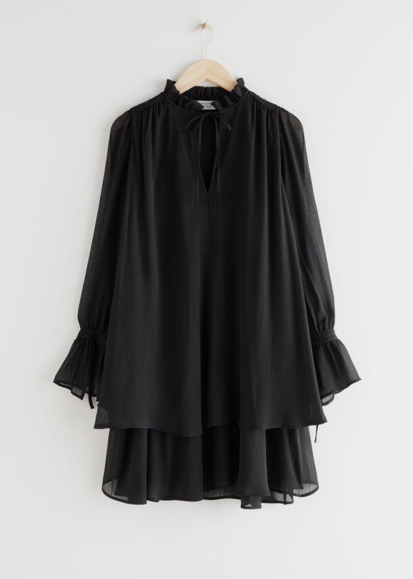 앤아더스토리즈 볼류미너스 레이어드 미니 드레스의 블랙컬러 Product입니다.