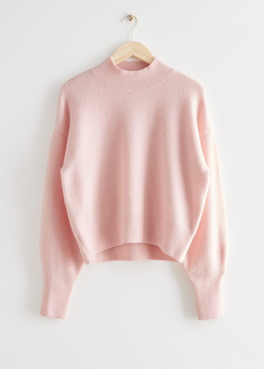 앤아더스토리즈 모크 넥 스웨터의 라이트 핑크컬러 Product입니다.