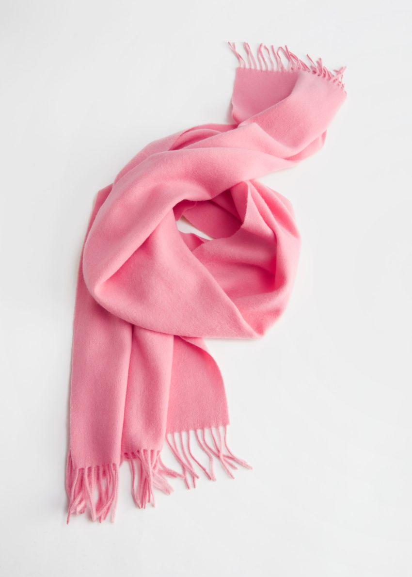 앤아더스토리즈 프린지 트림 울 스카프의 핑크컬러 Product입니다.