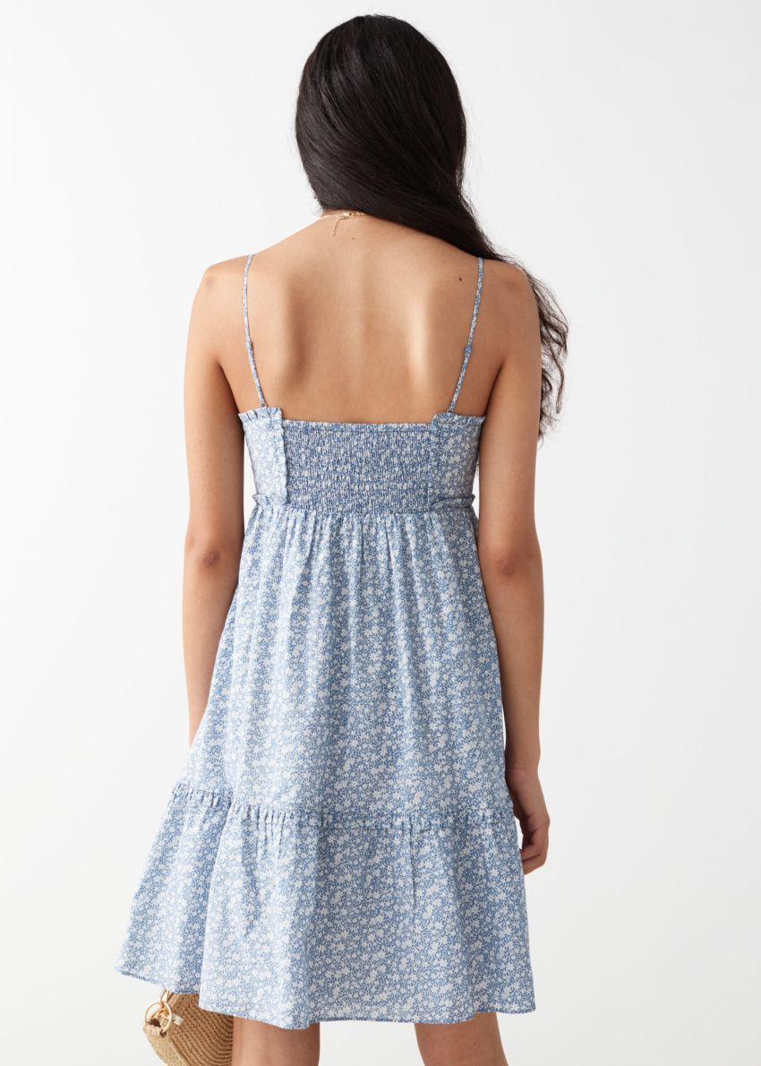 앤아더스토리즈 프릴 스파게티 스트랩 미니 드레스의 블루 플로럴컬러 ECOMLook입니다.