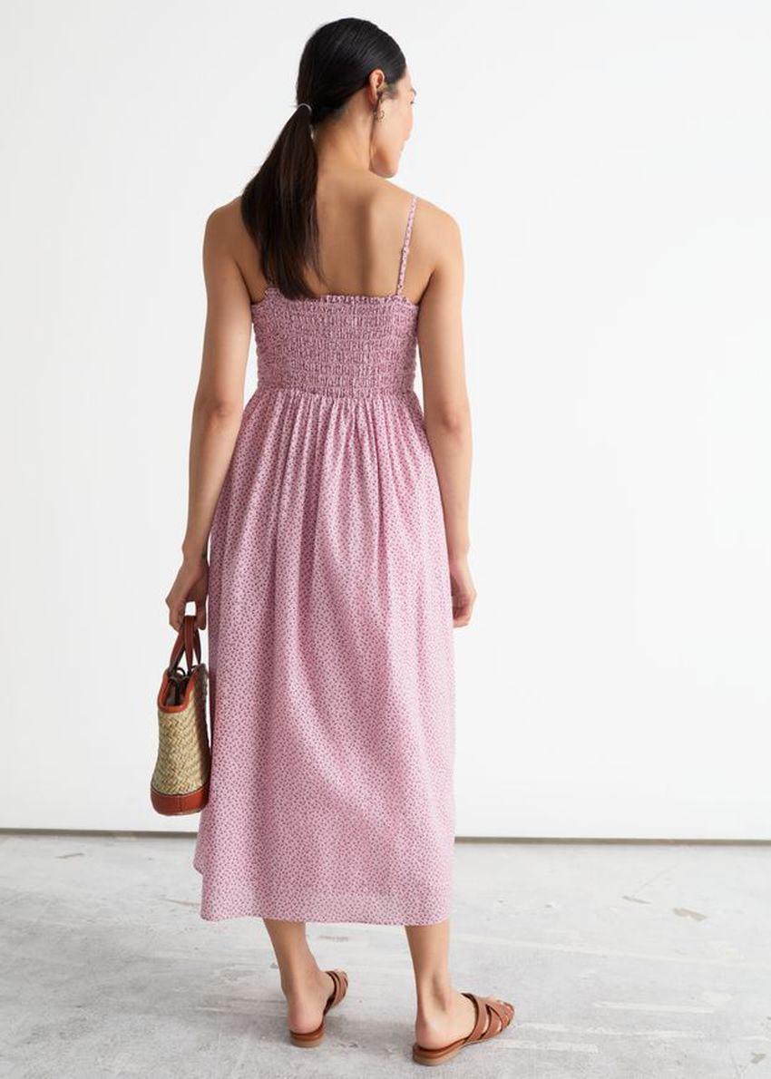 앤아더스토리즈 스모크 미디 드레스의 핑크 플로럴컬러 ECOMLook입니다.