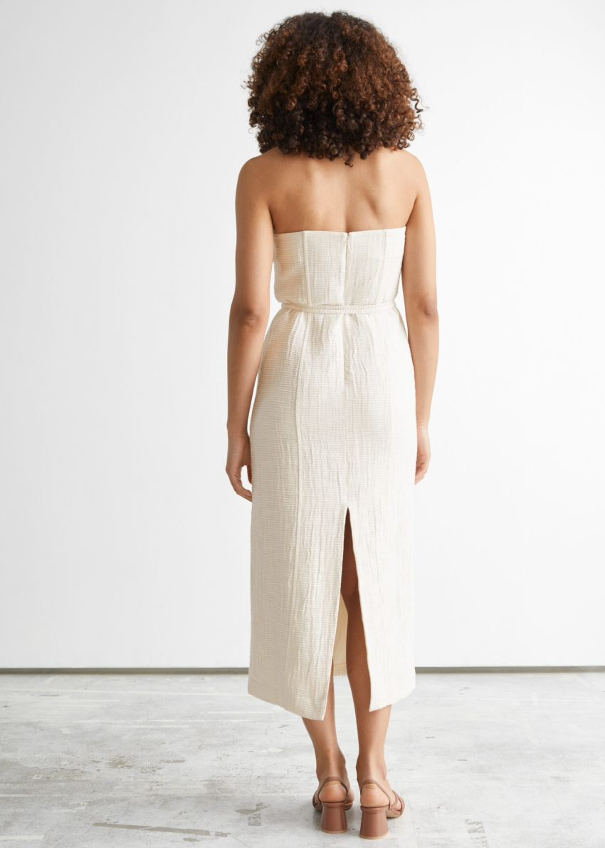 앤아더스토리즈 방도 미디 드레스의 화이트컬러 ECOMLook입니다.