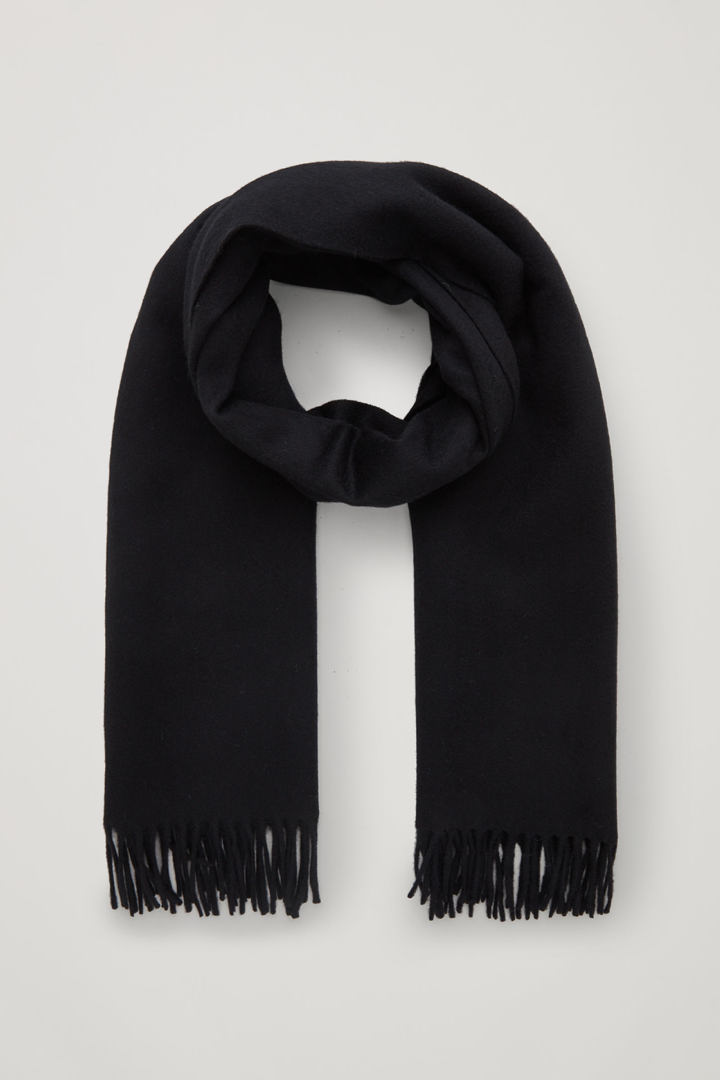 COS 울 캐시미어 스카프의 블랙컬러 Product입니다.