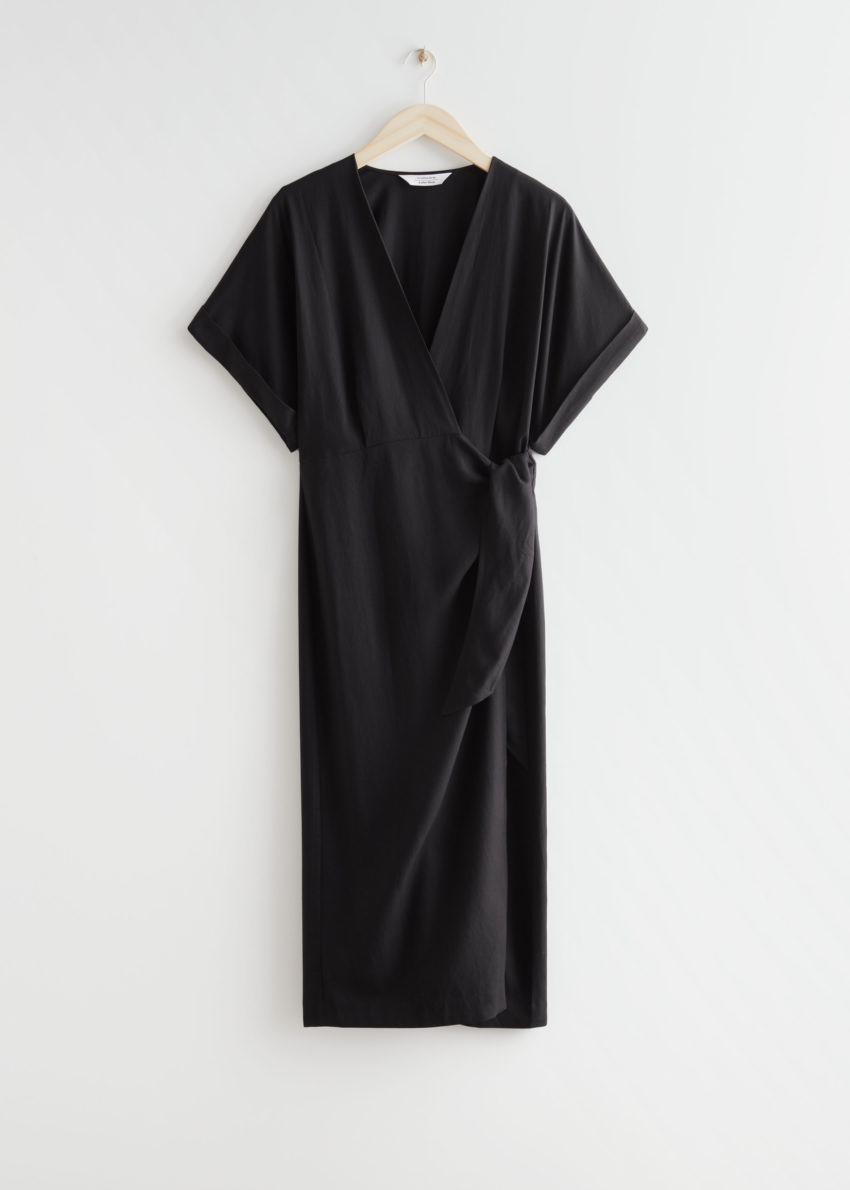 앤아더스토리즈 브이-컷 미디 랩 드레스의 블랙컬러 Product입니다.