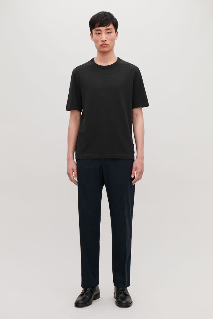 COS default image 8 of 블랙 in 텍스처드 니트 티셔츠