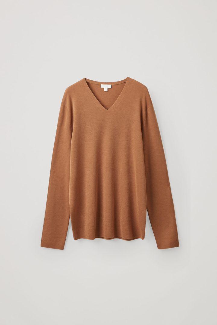 COS V넥 스웨터의 베이지컬러 Product입니다.