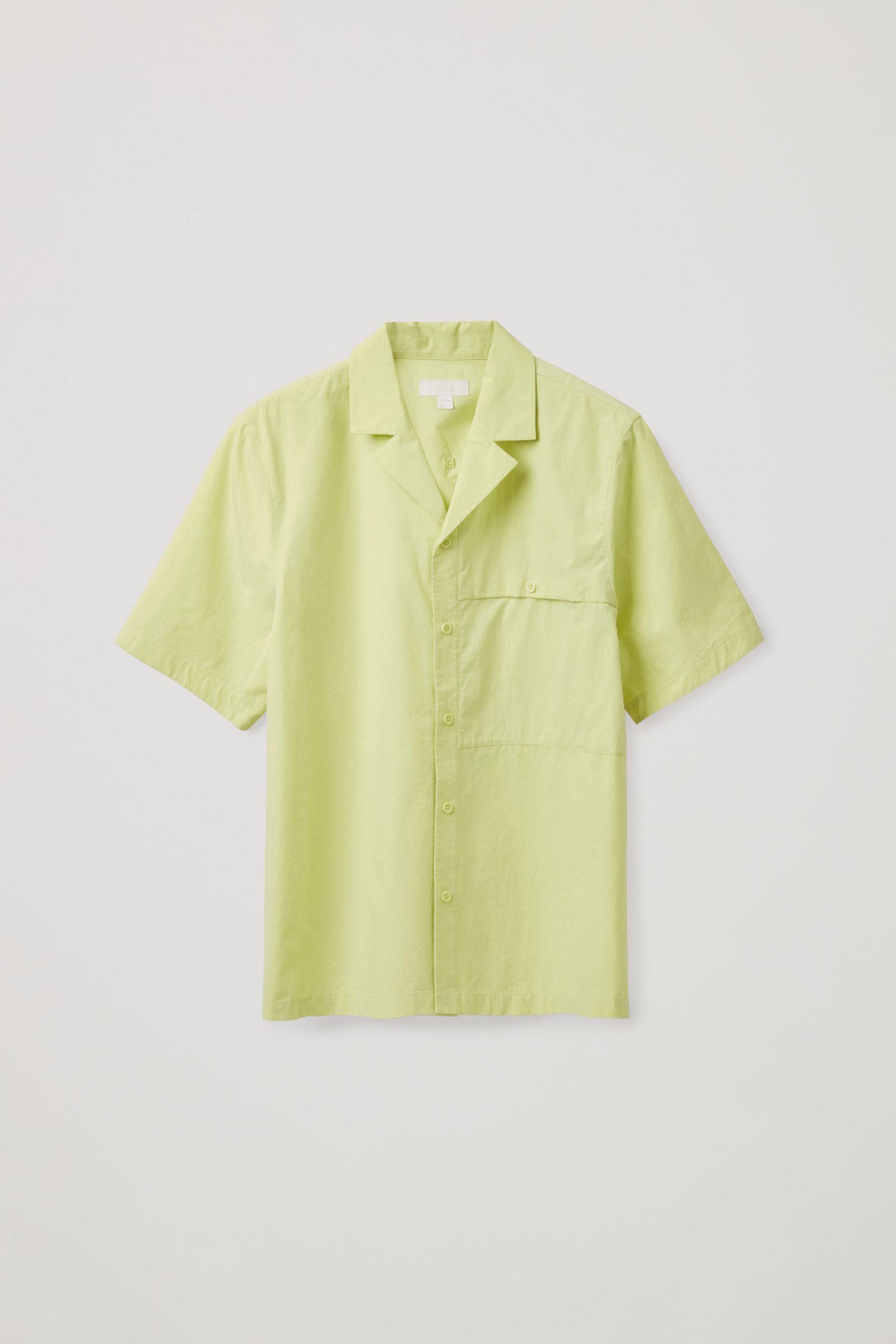 COS 패치 포켓 쇼트 슬리브 셔츠의 네온 그린컬러 Product입니다.