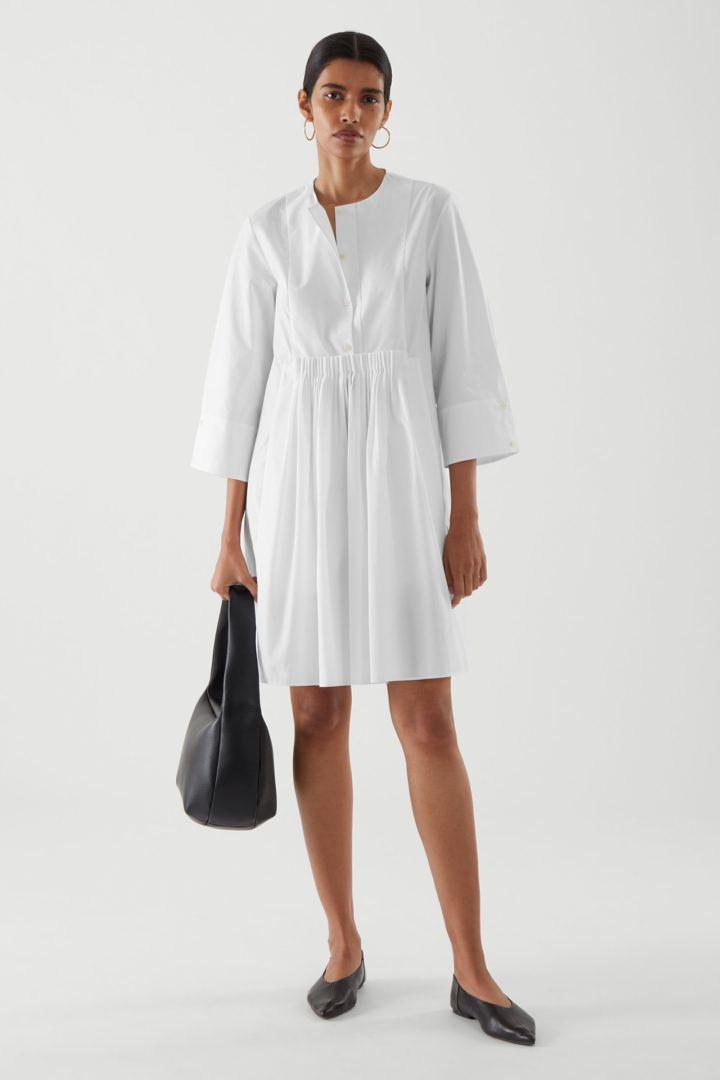 COS default image 6 of 화이트 in 칼라리스 플리티드 셔츠 드레스