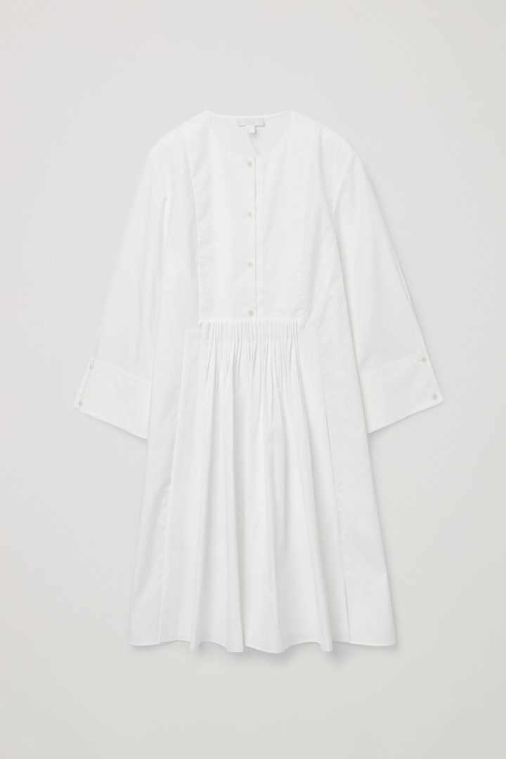 COS hover image 4 of 화이트 in 칼라리스 플리티드 셔츠 드레스