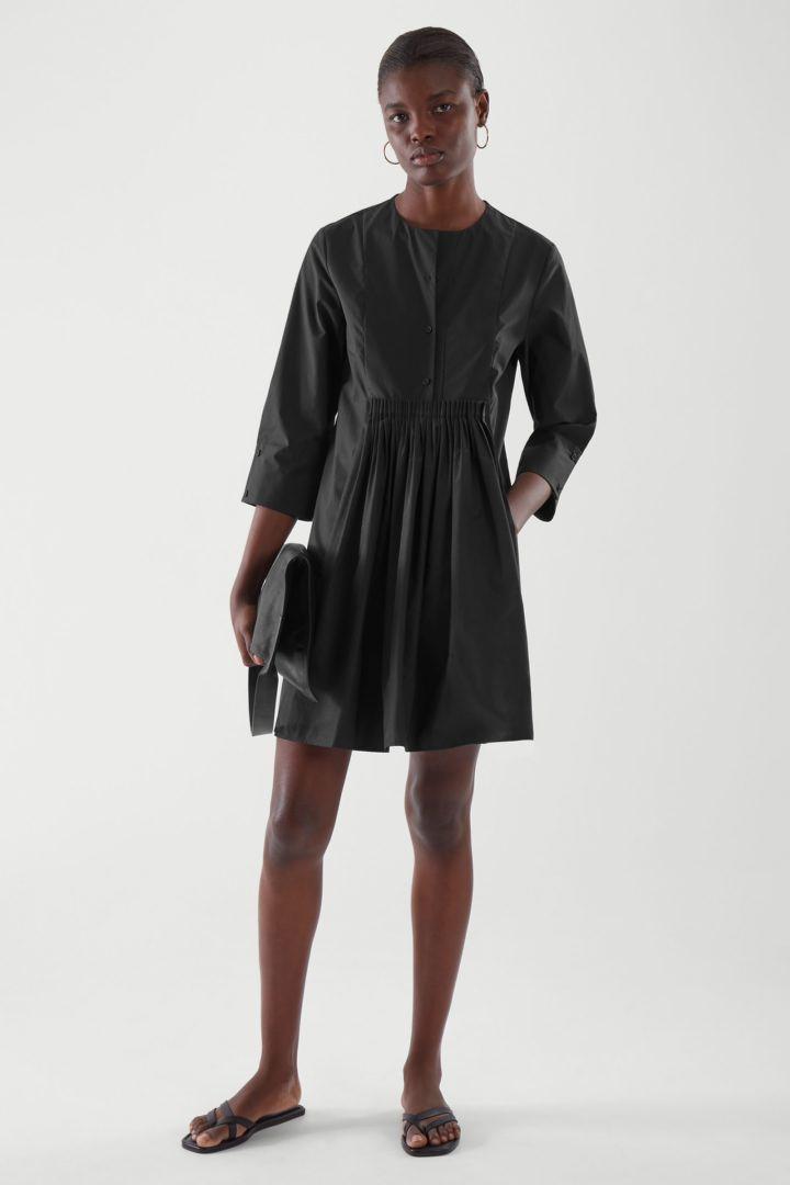 COS default image 5 of 블랙 in 칼라리스 플리티드 셔츠 드레스